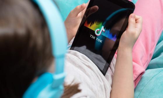 TikTok cam kết bảo vệ trẻ em trên môi trường trực tuyến - 1