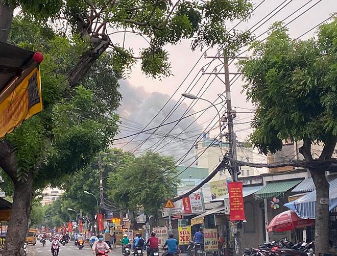Phim trường ở Sài Gòn bốc cháy sau tiếng nổ lớn - 1