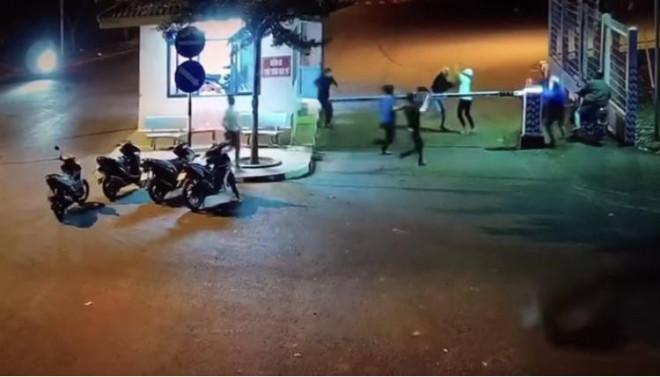 Bênh bạn gái, 2 nhóm hỗn chiến làm 3 người bị thương ở KCN Long Khánh - 1
