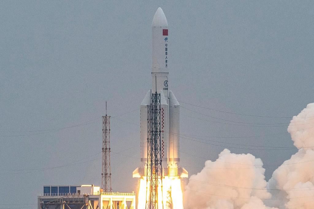 Chuyện gì xảy ra khi tên lửa khổng lồ nặng 22 tấn của Trung Quốc đâm xuống Trái đất? - 1