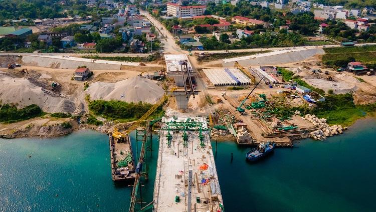 Hiện trạng ngổn ngang của dự án Cầu Hòa Bình 2, trị giá gần 600 tỷ đồng - 1
