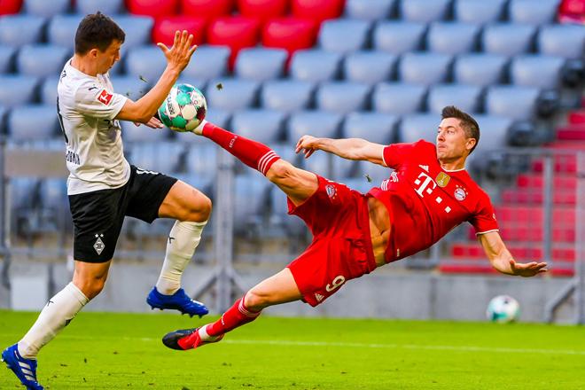 Lewandowski lập hat-trick ở Bundesliga: Cầm chắc Giày vàng, sắp phá kỷ lục - 1