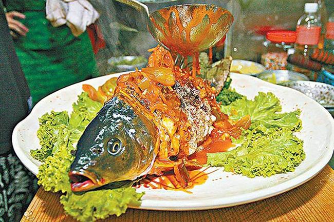 Món cá Âm Dương gây tranh cãi khi nửa sống nửa chết, bị cấm bán ở Đài Loan - 1