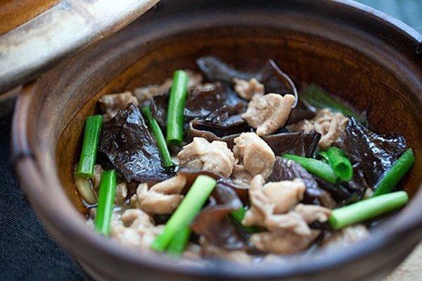 Món ngon cuối tuần: Cách làm thịt gà hầm mộc nhĩ vừa ngon vừa bổ - 1
