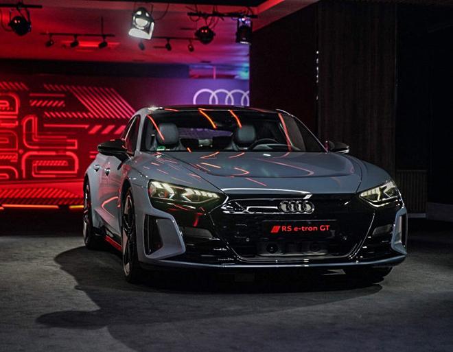 Xe điện Audi e-Tron GT công bố giá bán hơn 2,7 tỷ đồng tại châu Âu - 1