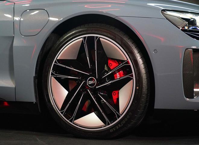 Xe điện Audi e-Tron GT công bố giá bán hơn 2,7 tỷ đồng tại châu Âu - 7