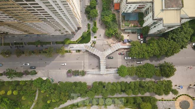 Hà Nội sắp hoàn thành cầu vượt bộ hành chữ Y siêu đẹp dành cho người đi bộ - 1