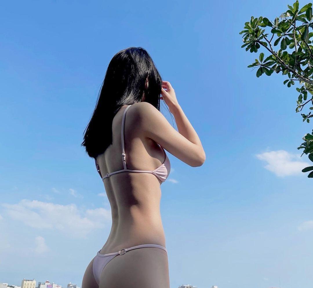Jun Vũ khoe vóc dáng với đồ bơi - 1
