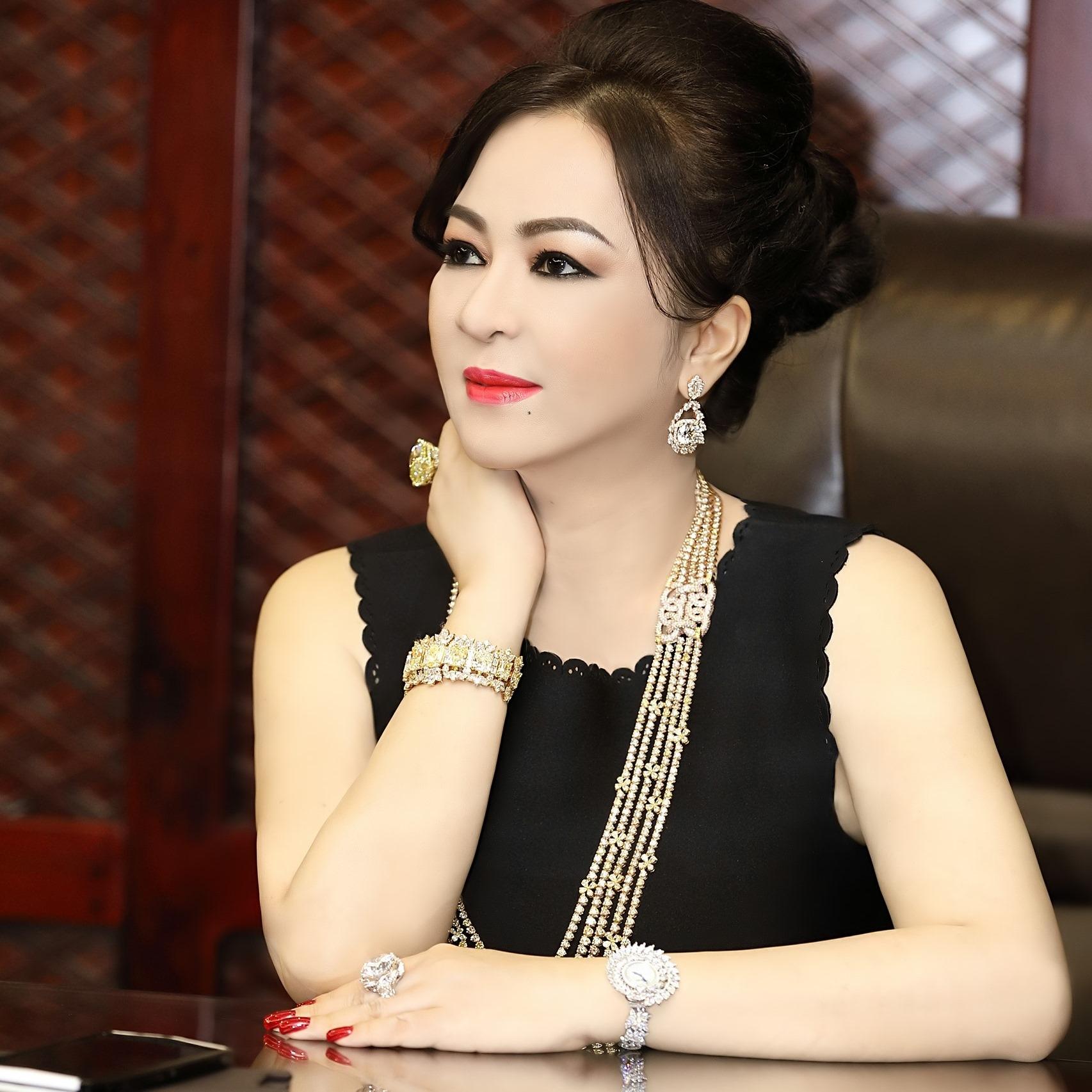 MC Quốc Bình bức xúc với bà chủ Đại Nam, đòi đưa ra bằng chứng về Hoài Linh - 1