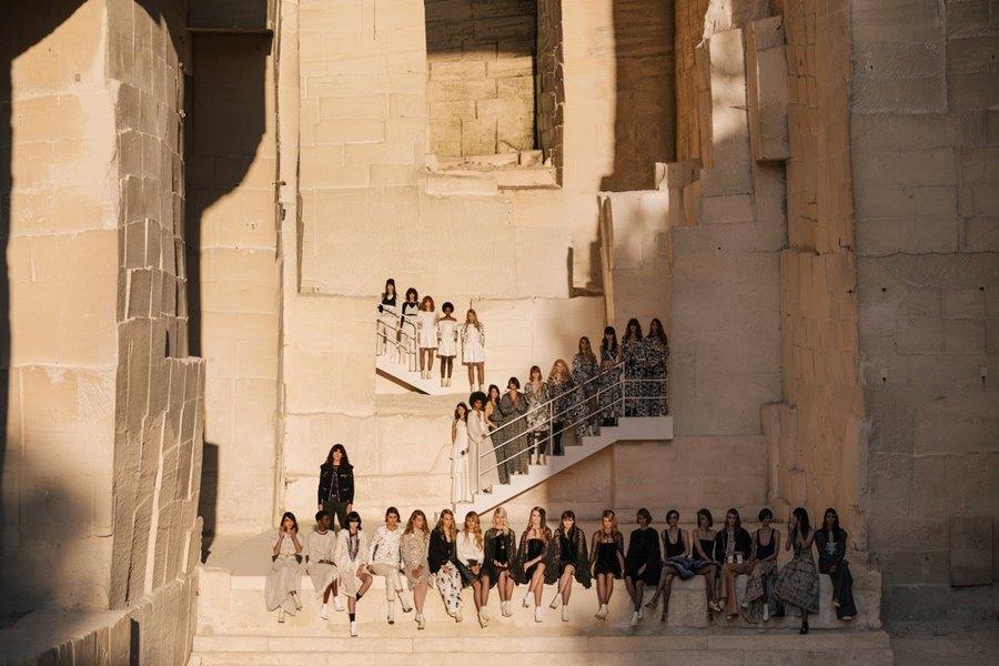"""Mơ ước về """"cánh chim tự do"""" của Chanel được truyền tải qua BST Cruise 2021/2022 - 1"""