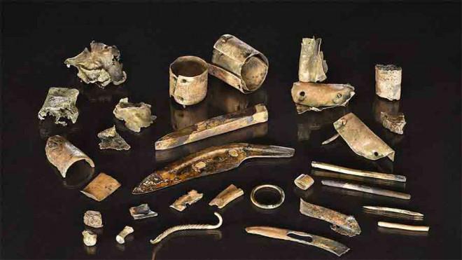 """Khai quật hàng đống """"ve chai"""", hóa ra kho tiền cổ vô giá 2.300 tuổi - 1"""
