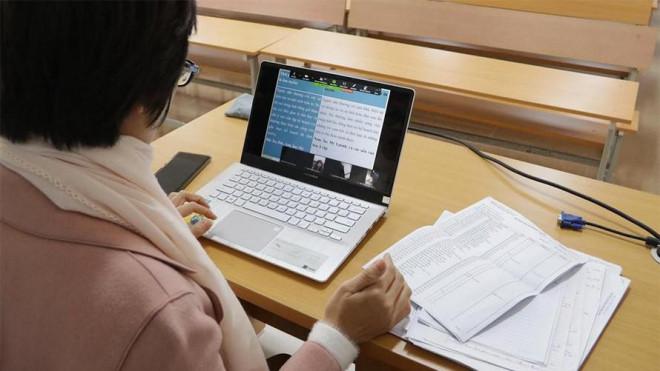 Sinh viên được làm bài thi trực tuyến trong vòng 24 giờ - 1