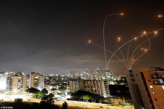 Israel - Palestine: Tên lửa, rocket phóng vun vút, người chết tăng mạnh - 1