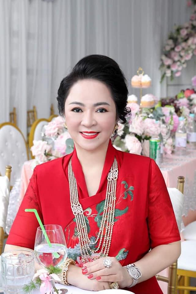 Con dâu bà Nguyễn Phương Hằng được ví như bản sao Lý Nhã Kỳ