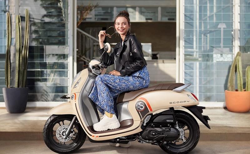 """Xe ga đi phố cho chị em """"bánh bèo"""" nên chọn Yamaha Janus hay Honda Scoopy? - 1"""