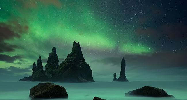 """2. Reynisdrangar là một trong những bãi biển bazan ấn tượng ở miền nam Iceland. Nơi này bỗng trở nên nổi tiếng sau khi xuất hiện trong phần 7 của bộ phim """"Trò chơi vương quyền""""."""