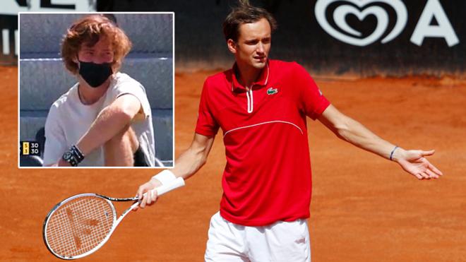 Medvedev cố tình thua để rời Rome Open, gây bức xúc vì thái độ - 1