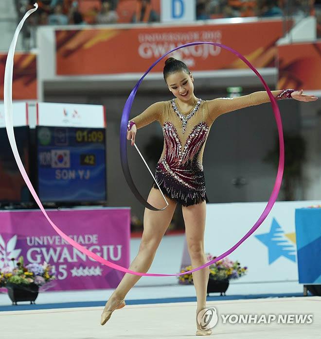 """Mỹ nhân thể dục Hàn Quốc giải nghệ vẫn """"hot"""", Bouchard mải chơi bỗng """"tỉnh ngộ"""" - 1"""