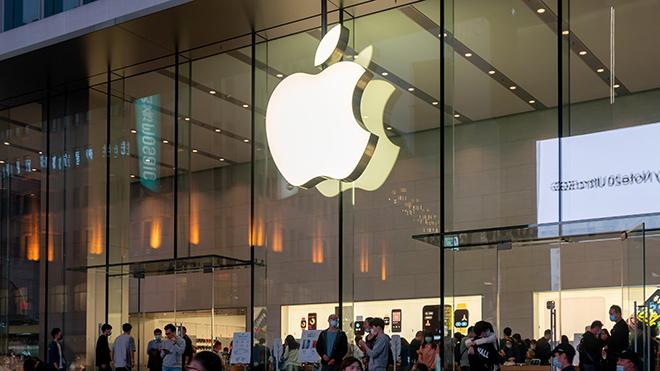"""Apple tiếp tục giữ """"ngai vàng"""" công ty công nghệ giàu nhất thế giới - 1"""