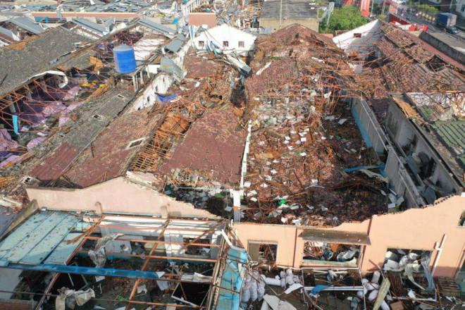 Trung Quốc: Lốc xoáy càn quét 2 thành phố, hàng trăm người thương vong - 1