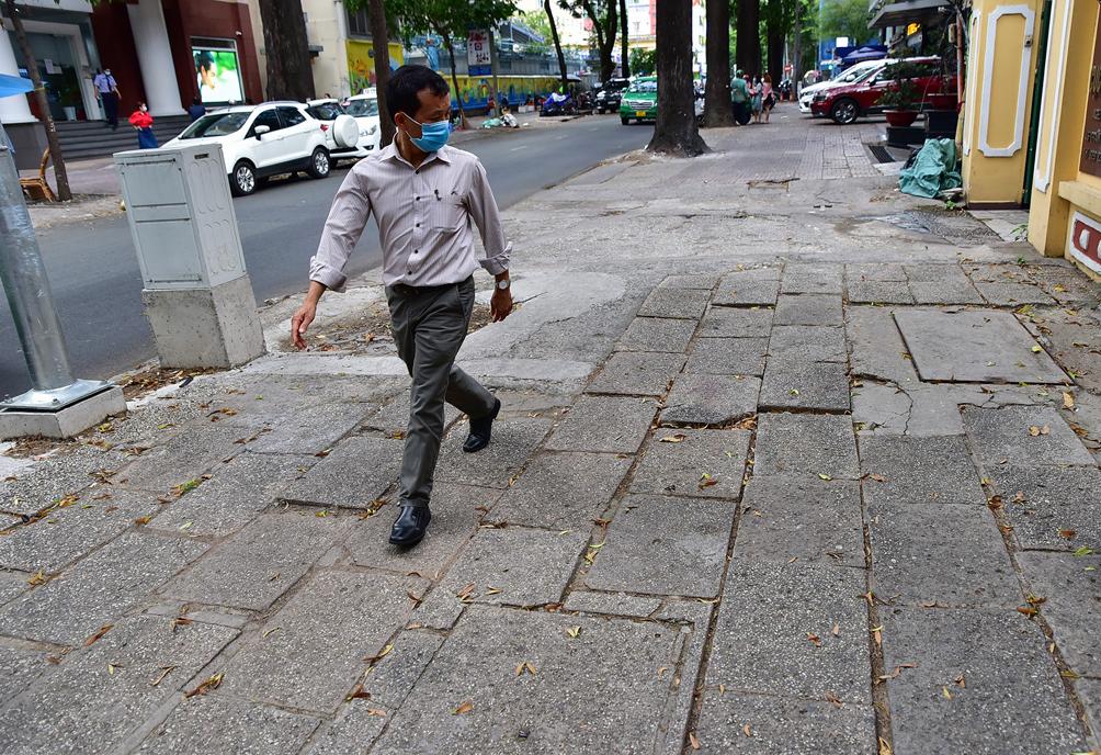 """Hình ảnh vỉa hè """"rách nát"""" quanh hồ nổi tiếng bậc nhất Sài Gòn được đề xuất """"thay áo"""" mới bằng 50 tỉ đồng - 11"""