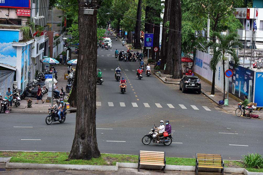 """Hình ảnh vỉa hè """"rách nát"""" quanh hồ nổi tiếng bậc nhất Sài Gòn được đề xuất """"thay áo"""" mới bằng 50 tỉ đồng - 12"""