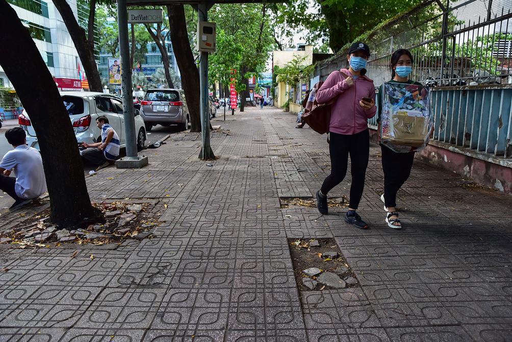 """Hình ảnh vỉa hè """"rách nát"""" quanh hồ nổi tiếng bậc nhất Sài Gòn được đề xuất """"thay áo"""" mới bằng 50 tỉ đồng - 15"""
