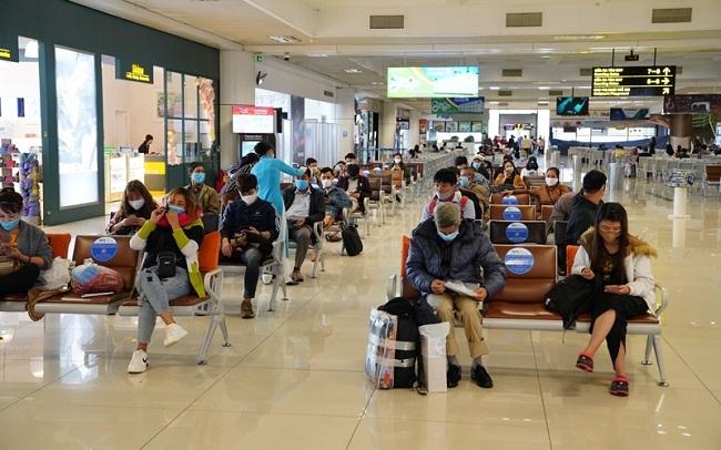 Hủy vé máy bay, các hãng bay phải hoàn trả phí dịch vụ cho khách - 1