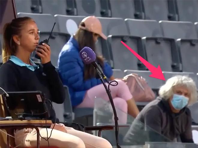 """Tá hoả Rome Open, trọng tài cầu cứu vì bị bố nữ tay vợt """"nhìn đểu"""" - 1"""
