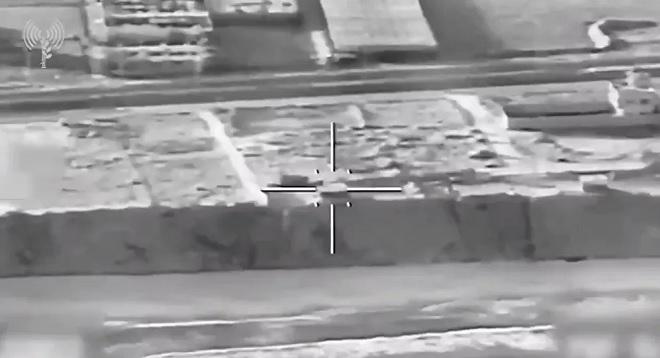 Video: Israel nã tên lửa hủy diệt các mục tiêu hải quân của Hamas ở Gaza - 1