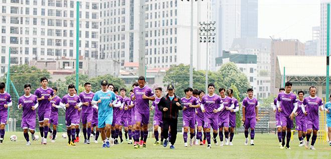ĐT Việt Nam: HLV Park Hang Seo đón tin vui từ Đoàn Văn Hậu - 1