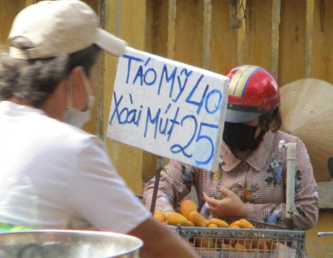 Nghịch lý xoài mút Trung Quốc bán chạy giữa lúc xoài Việt Nam thu hoạch rộ - 1