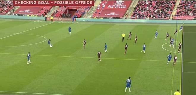 """Fan Chelsea giận dữ tố VAR thiên vị Leicester, thẫn thờ vì """"người nhện"""" - 1"""