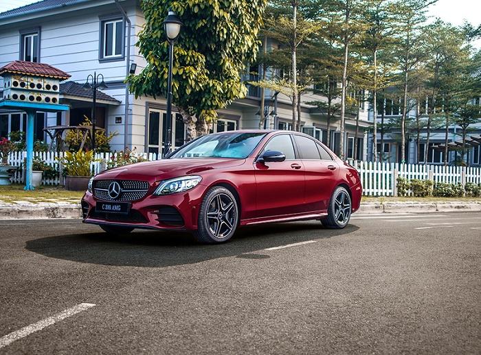 """Mercedes-Benz C300 AMG vs Lexus IS300 Standard: Xe sang nào """"yêu thương"""" hơn trong phân khúc 2 tỷ đồng? - 3"""