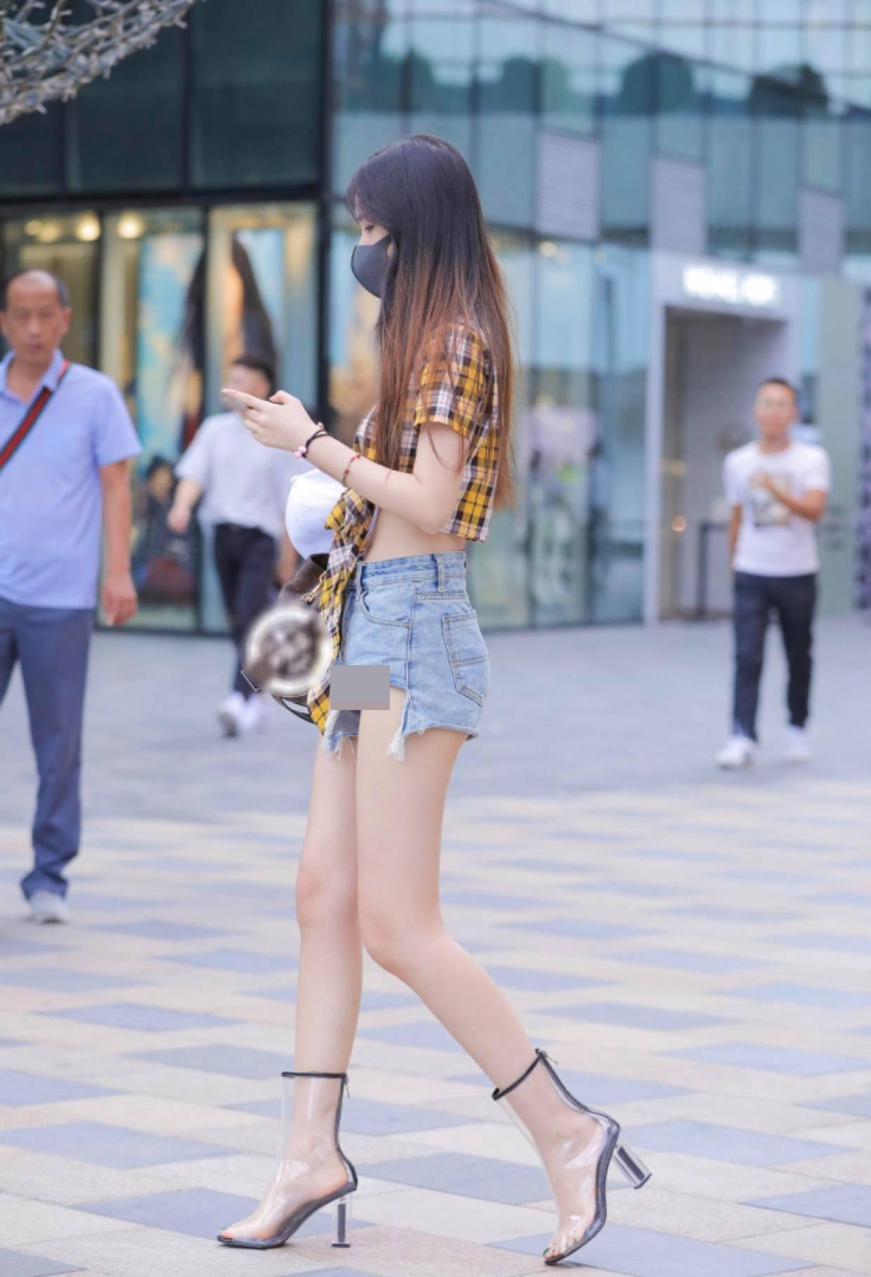 Mốt quần hot pants được ưa chuộng ở châu Á - 1