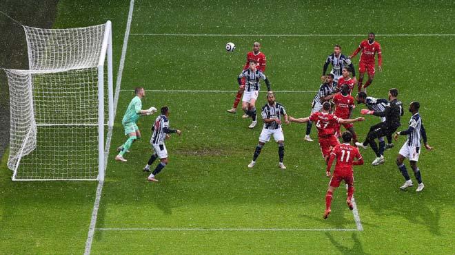 """Choáng thủ môn Alisson ghi """"bàn thắng vàng"""" cho Liverpool, lập kỳ tích chưa từng có - 1"""