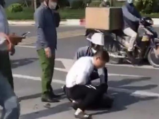 Tin tức 24h qua:Chiến sĩ công an thờ ơ đứng nhìn tài xế taxi bị thương vật lộn với tên cướp - 1