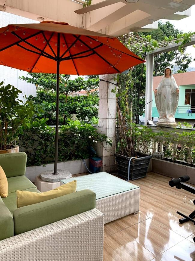 Một góc thư giãn khác nằm trong khuôn viên biệt thự của Vy Oanh.