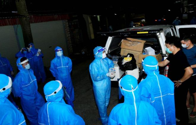 Nữ công nhân về quê dương tính SARS-CoV-2, Sơn La họp khẩn trong đêm - 1
