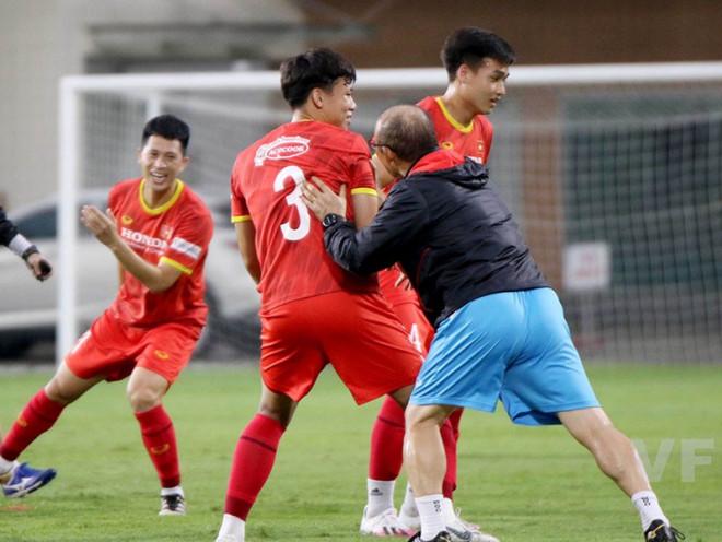 Thầy Park loại 10 cầu thủ - 1