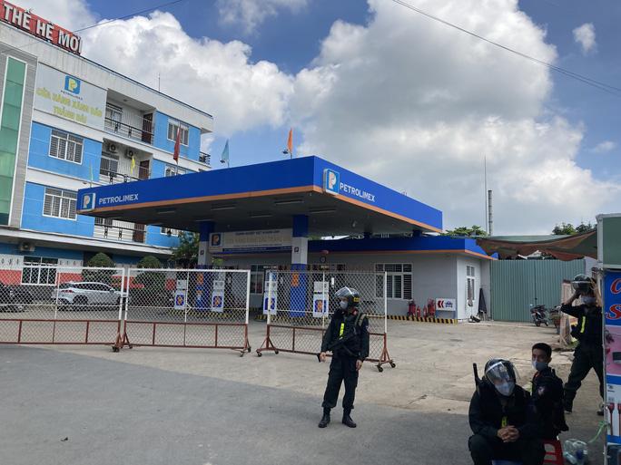 Nóng: Công an đang bao vây, khám xét 2 địa điểm ở Biên Hoà - 1