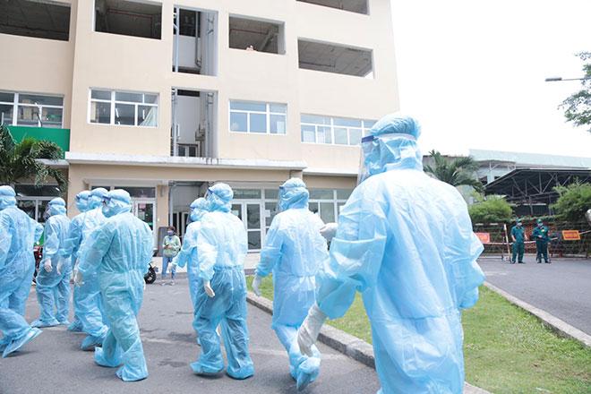 """Toàn cảnh phong tỏa """"nội bất xuất, ngoại bất nhập"""" tại chung cư có ca dương tính với SARS-CoV-2 ở Thủ Đức - 1"""