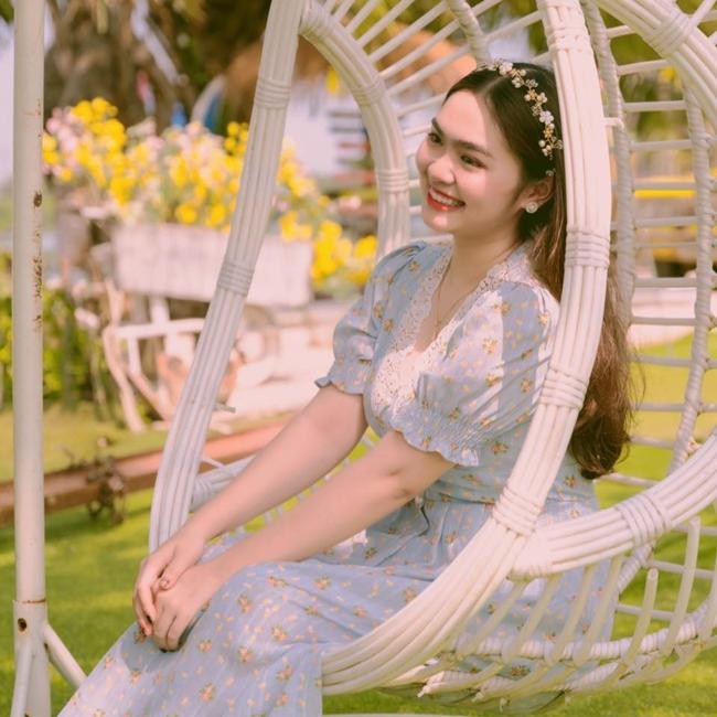Quán quân Giọng hát Việt nhí 2014 trông xinh đẹp và duyên dáng trong bộ váy hoa mang đậm hơi thở mùa hè.