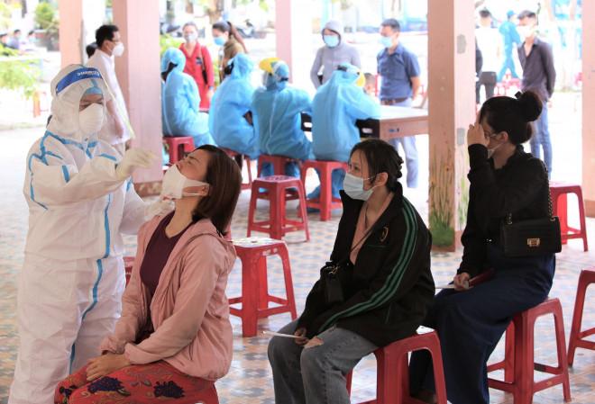 Đà Nẵng: Nữ nhân viên y tế trường học nghi mắc Covid-19, chưa rõ nguồn lây - 1