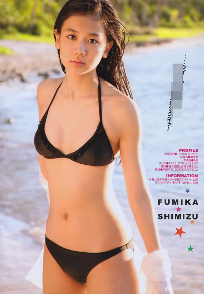 """Tháng 2/2017, showbiz Nhật bàng hoàng khi biết tin """"Thánh nữ"""" Fumika Shimizu tuyên bố rút khỏi làng giải trí và đi tu khi mới 22 tuổi."""