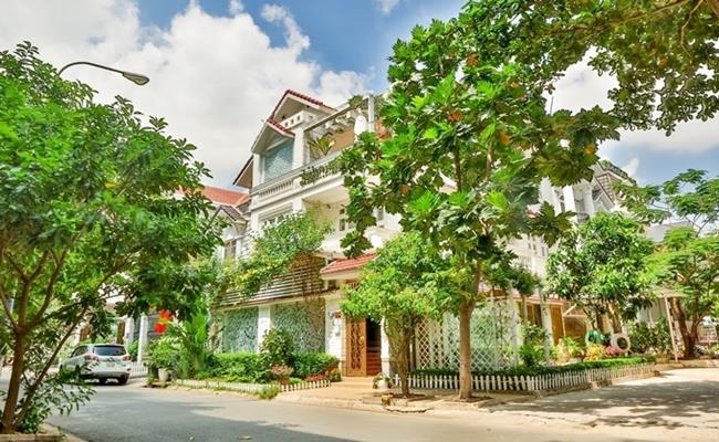 Tư dinh của gia đình Vy Oanh là căn biệt thự rộng 1400m2 ở quận 2, thành phố Hồ Chí Minh.