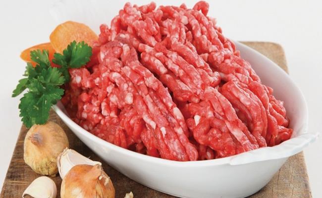 Giá của loại thịt này rẻ hơn rất nhiều so với thịt lợn tươi sống. Sự thật là hầu hết những loại thịt giá rẻ này đều được làm từ phần thừa của các bộ phận khác nhau của con lợn.