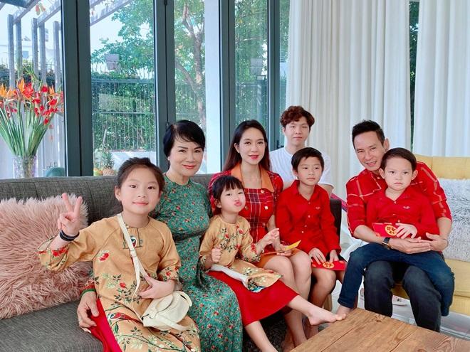 Mẹ vợ Lý Hải, Kim Lý có tuổi vẫn trẻ đẹp như người mẫu - 1