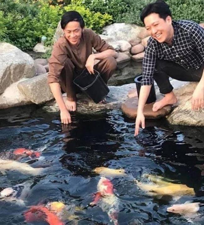 Bên cạnh đó, trong thời gian gần đây, NSƯT Hoài Linh chuyển sang hướng làm nội dung số trên các nền tảng YouTube và TikTok gặt hái được nhiều thành công.