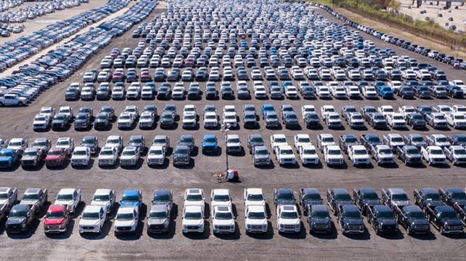 Thiếu hụt chip bán dẫn, nhiều hãng xe phải ngừng sản xuất - 1